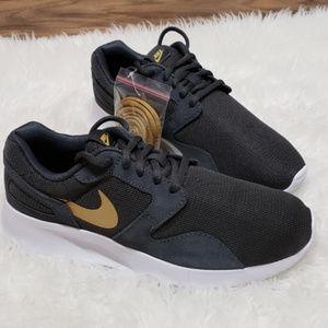 100% authentic b2f10 36e18 Nike. New Nike Kaishi Dark Grey Gold Running Sneakers
